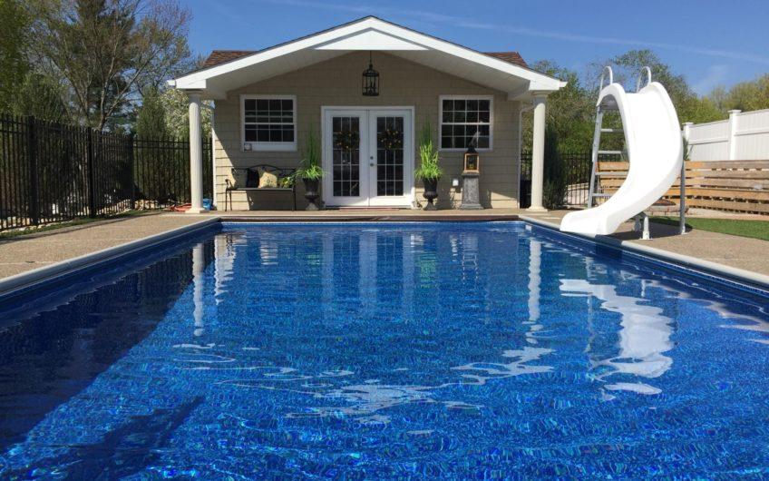 Дом с бассейном